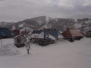 110108雪に埋もれる民家.jpg
