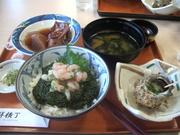 120803ナンバンエビとナガモのどんぶり@エコカフェ(佐渡島).JPG