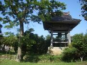 120805菩提樹と鐘楼堂@エコカフェ(佐渡島).JPG