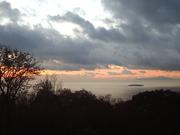 伊豆山から朝焼けと初島、伊豆大島@エコカフェ.JPG