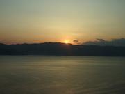 初島から夕陽を2@エコカフェ.JPG