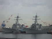 米海軍イージス艦「ジョン・S・マッケイン」と「シャウプ」@エコカフェ.JPG