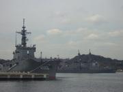 輸送艦「しもきた」とイージス艦「きりしま」@エコカフェ.JPG